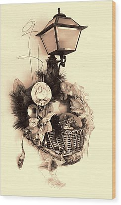 Decorative Holiday Basket With Lamp Wood Print by Linda Phelps