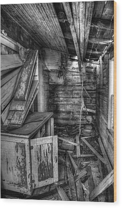 Derelict House Bw Wood Print by Thomas Zimmerman