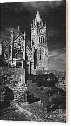 Derrys Walls And Guildhall With Cannon Wood Print by Joe Fox