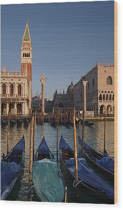 Doges Palace And San Marcos Bell Tower Wood Print by Jim Richardson