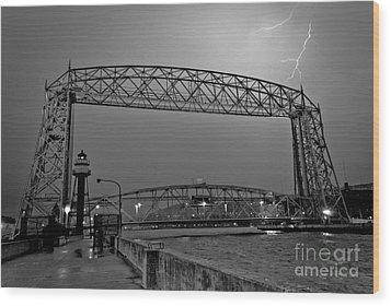 Duluth Lift Bridge Under Lightning Wood Print