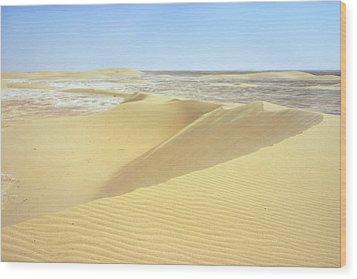 Dunes And Sabkha Wood Print by Paul Cowan