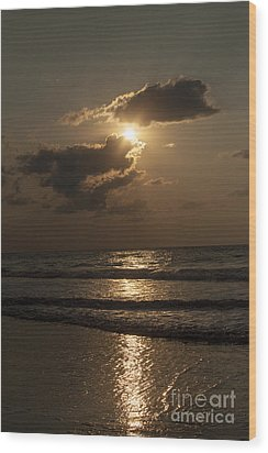 East Coast Sunrise Wood Print by Darleen Stry