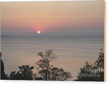 Easter Sunrise In Yorktown Wood Print by Marilyn West