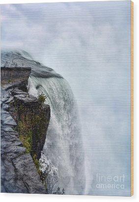 Edge Of Niagara Falls Wood Print by Jill Battaglia