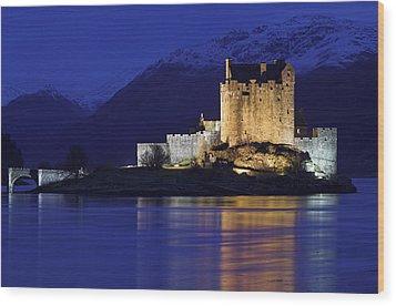 Eilean Donan Castle Wood Print by Duncan Shaw