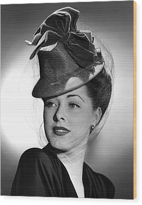 Eleanor Parker Wearing A Tall Crowned Wood Print by Everett
