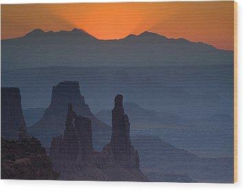 Emerging Dawn Wood Print by Andrew Soundarajan