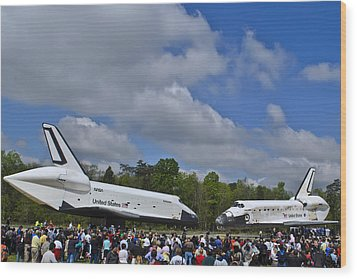 Enterprise And Discovery Wood Print by Lawrence Ott