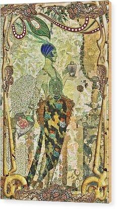 Essence En Rose Wood Print by Mo T
