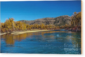 Fall Colors On The Snake River Wood Print by Robert Bales