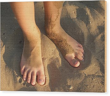 Feet Of A Child In The Sand Wood Print by Matthias Hauser