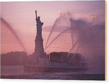Fireboat Plumes The Statue Of Liberty Wood Print by Tom Wurl
