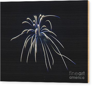 Wood Print featuring the photograph Fireworks 4 by Mark Dodd