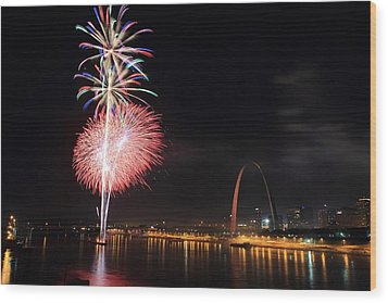 Fireworks From Eads Bridge In Saint Louis Wood Print by Scott Rackers