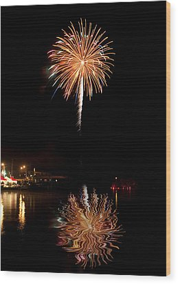 Fireworks Over Lake Wood Print by Cindy Haggerty
