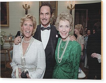 First Lady Nancy Reagan With Dinah Wood Print by Everett