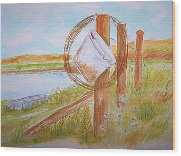 Fishin Bucket On Bobwire Fence Wood Print by Belinda Lawson