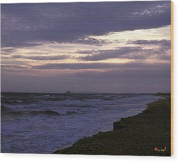 Fishing Pier Before The Storm 14a Wood Print by Gerry Gantt