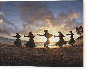 Five Hula Dancers At The Beach At Palauea Wood Print by David Olsen