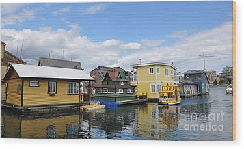 Float Houses In Victoria Canada Wood Print by Tanya  Searcy