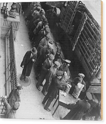 Food Handouts In New York In 1930 Wood Print by Everett