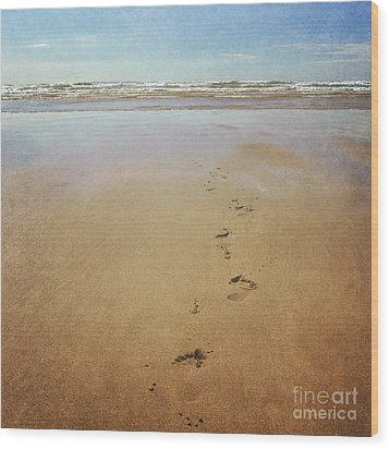 Footprints In The Sand Wood Print by Lyn Randle