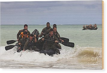 Force Reconnaissance Marines Paddle Wood Print by Stocktrek Images