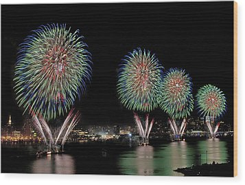 Fourt Of July In Nyc Wood Print by Susan Candelario