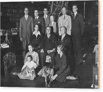 Franklin Roosevelt Family On Christmas Wood Print by Everett