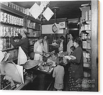 Fred Grovers Grocery Store Wood Print by Photo Researchers