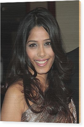 Freida Pinto At Arrivals For Arrivals - Wood Print by Everett