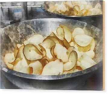 Fresh Potato Chips Wood Print by Susan Savad