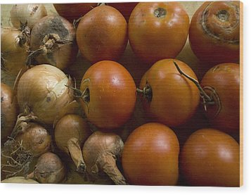 Fresh Tomatos And Onions From A Garden Wood Print by Joel Sartore