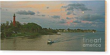Jupiter Lighthouse Moon Rising Wood Print by Larry Nieland