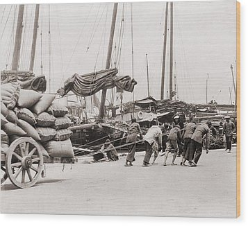 Gang Of Five Chinese Dock Workers Lean Wood Print by Everett