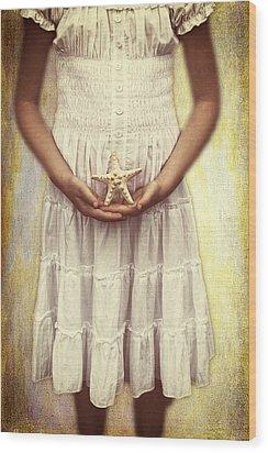 Girl With Starfish Wood Print by Joana Kruse