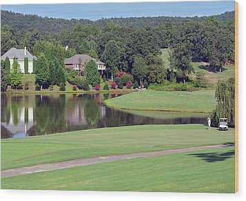 Golfer At Lake  Wood Print by Susan Leggett