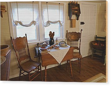 Grammys Kitchen Table Wood Print by Carmen Del Valle