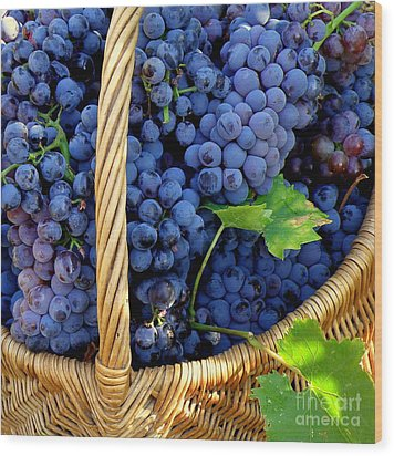 Grapes In A Basket Wood Print by Lainie Wrightson