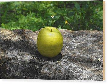 Green Apple Wood Print by David Lee Thompson