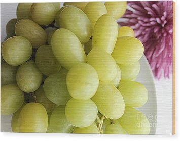 Green Grapes And Purple Mum Wood Print by Barbara Griffin