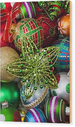 Green Star Christmas Ornament Wood Print by Garry Gay