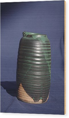 Green Vase Wood Print by Rick Ahlvers