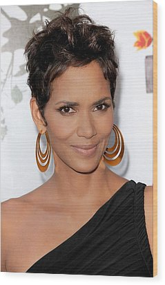 Halle Berry At Arrivals For 2011 Annual Wood Print by Everett
