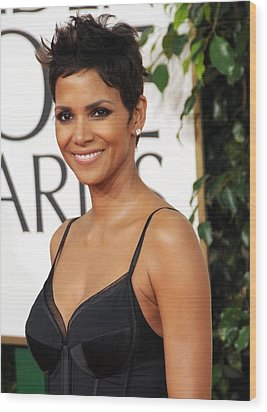 Halle Berry At Arrivals For The Wood Print by Everett