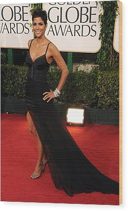 Halle Berry  Wearing A Nina Ricci Gown Wood Print by Everett