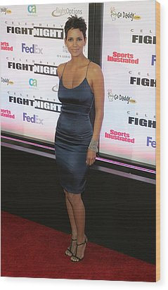 Halle Berry Wearing A Rachel Roy Dress Wood Print by Everett