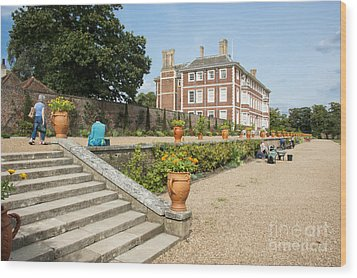 Ham House - Gardens Wood Print by Donald Davis