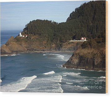 Wood Print featuring the photograph Heceta Head Lighthouse And Lightkeepers House by Glenna McRae